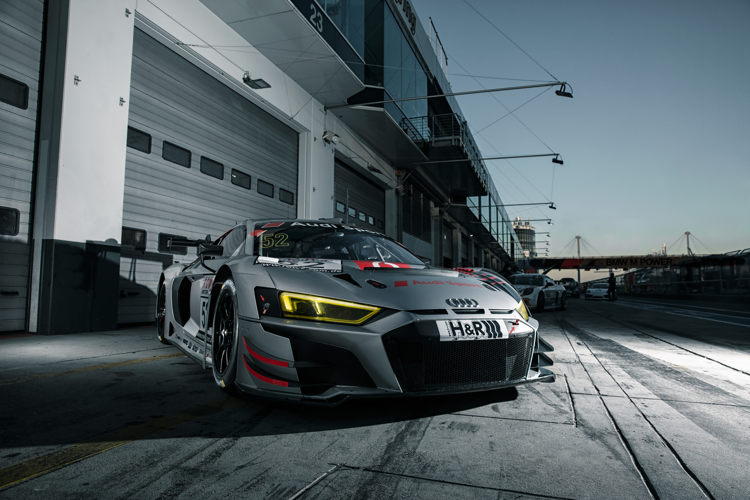 Der neue AUDI R8 LMS 2019 in der Boxengasse des Nuerburgrings. The brand new AUDI R8 LMS 2019 in the pitlane of the Nuerburgring.