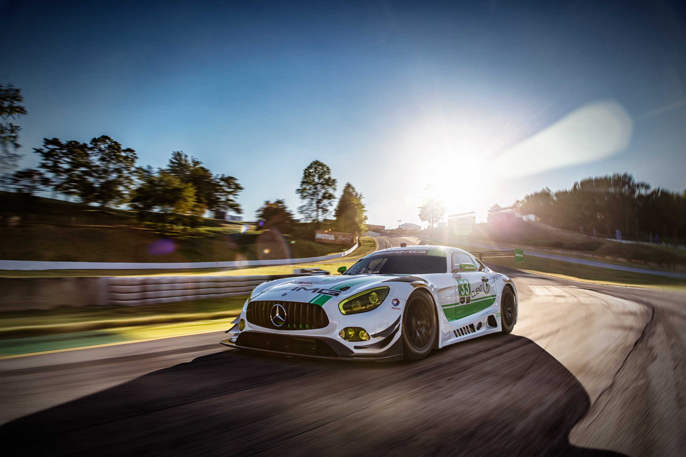 Mercedes AMG-GT3 Fahraufnahme auf der berühmten Strecke Petit Le Mans in der Nähe von Atlanta, USA. Mercedes AMG-GT3 driving shot at the famous track of Petit Le Mans, close to Atlanta, US.