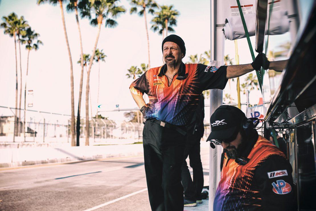 Mechaniker von SunEnergy in der Boxengasse von Long Beach, Los Angeles. Mechanic of SunEnergy in the pitlane of Long Beach, Los Angeles