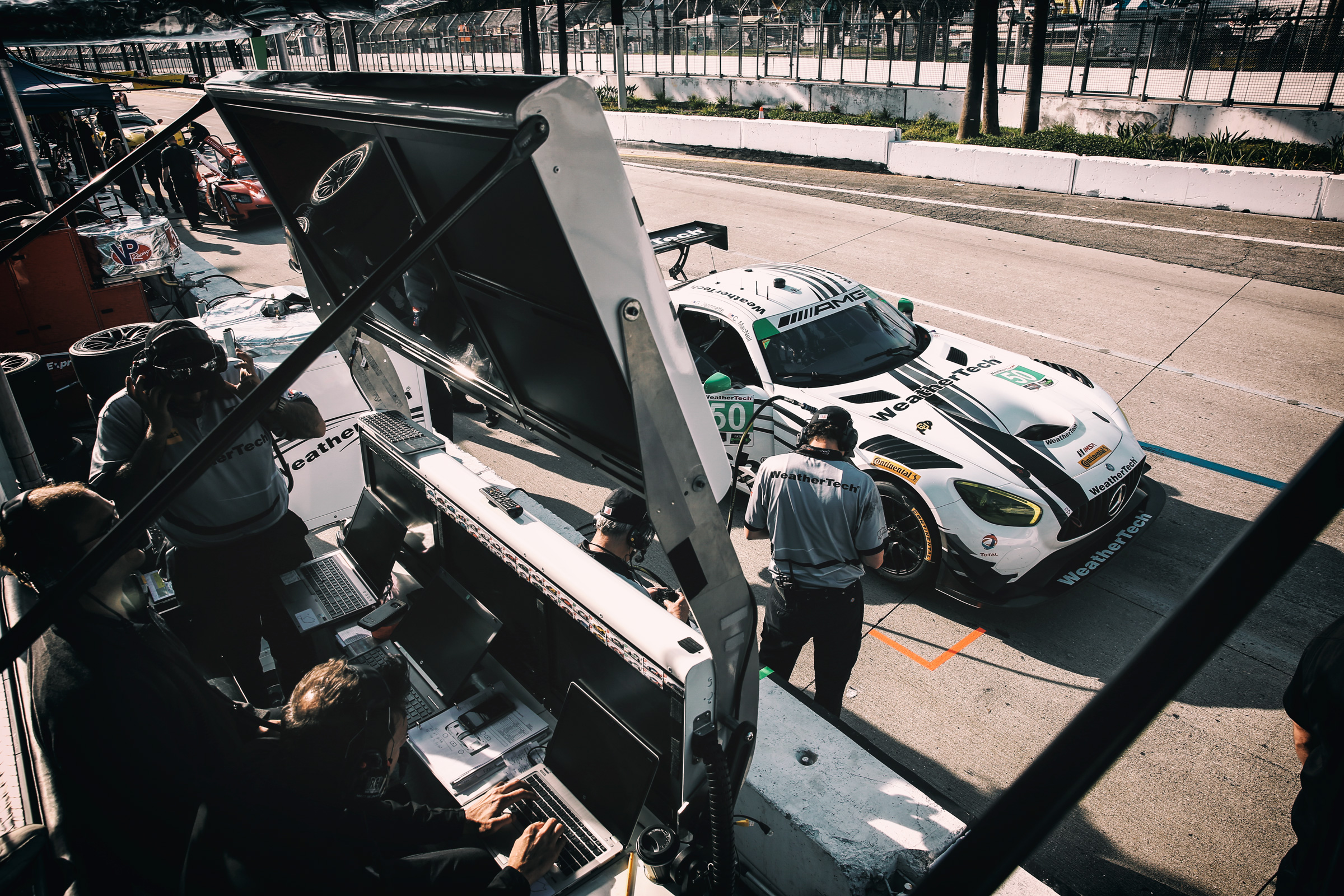 Weathertech Mercedes AMG-GT3 by Riley Motorsports in der Boxengasse in Long Beach, Los Angeles. Weathertech Mercedes AMG-GT3 of Riley Motorsports in the pitlane of Long Beach, Los Angeles.