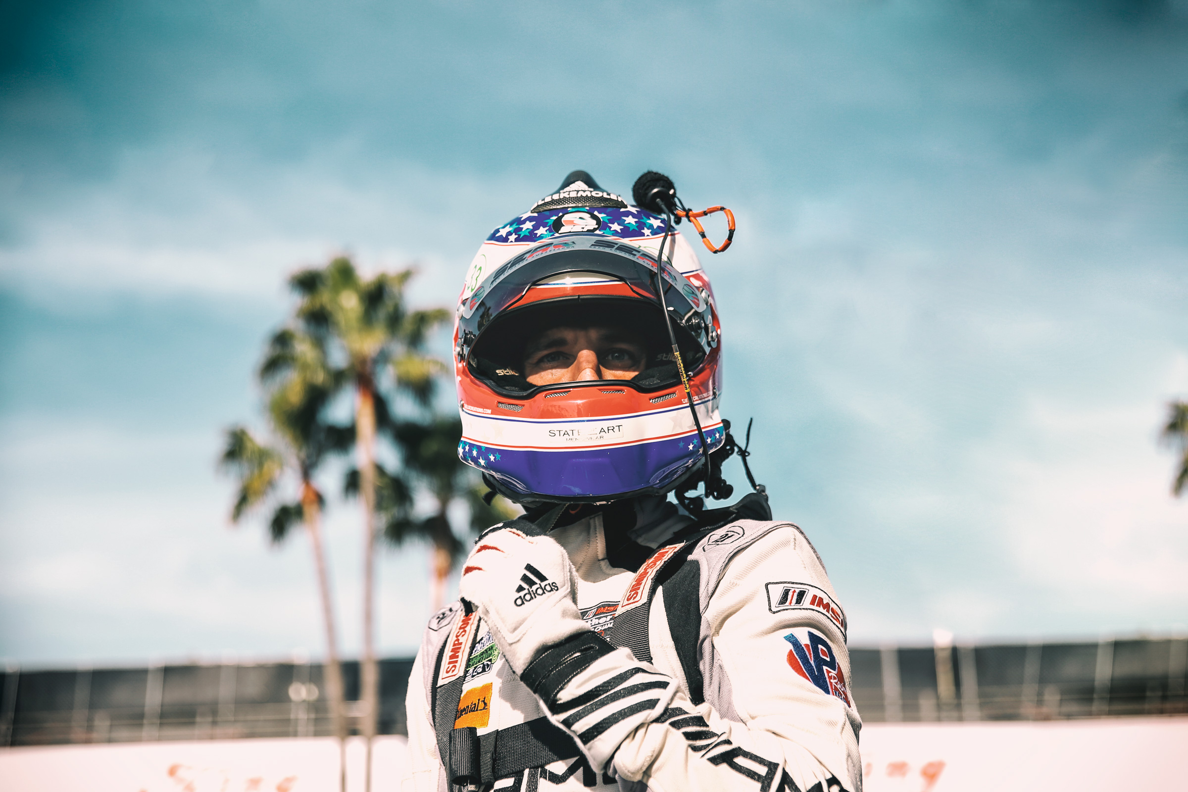 Portrait von Jeroen Bleekemolen mit Helm in der Boxengasse von Long Beach, Los Angeles. Portrait with helmet of Jeroen Bleekemolen in the pitlane of Long Beach, Los Angeles.
