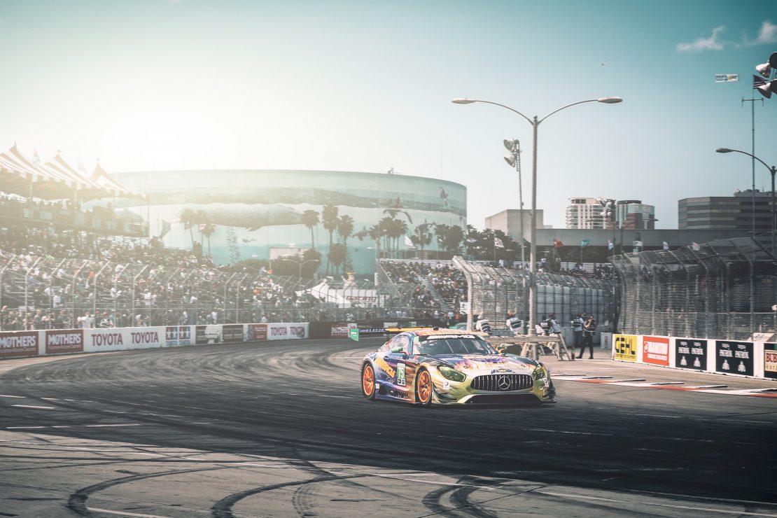 SunEnergy Mercedes AMG-GT3 auf der Strecke von Long Beach, Los Angeles. SunEnergy Mercedes AMG-GT3 on track at Long Beach, Los Angeles.