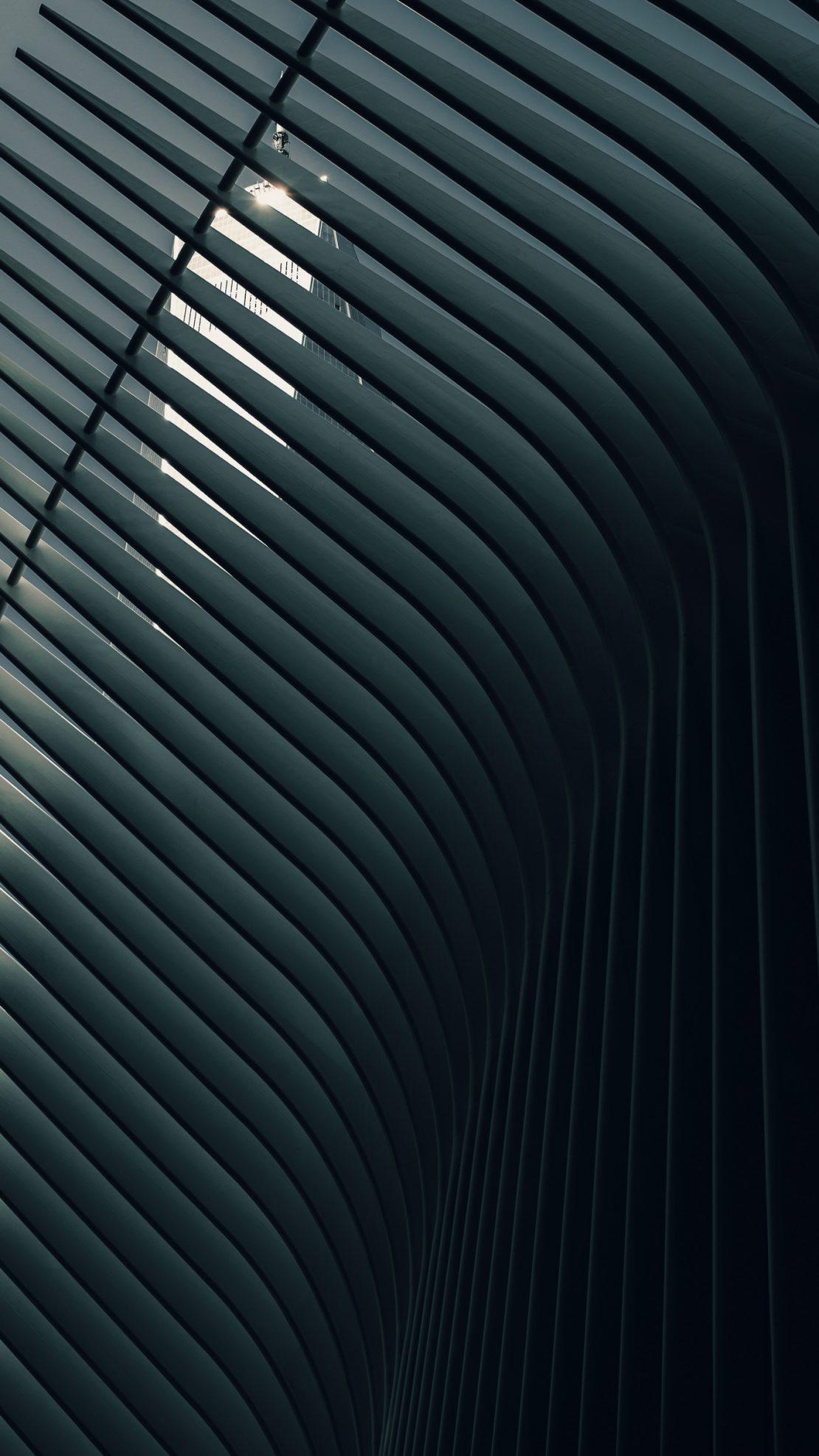 Nahaufnahme der New Yorker PATH Station mit World Trade Center im Hintergrund. Close-up of the New Yorker PATH station with the World Trade Center in the background.